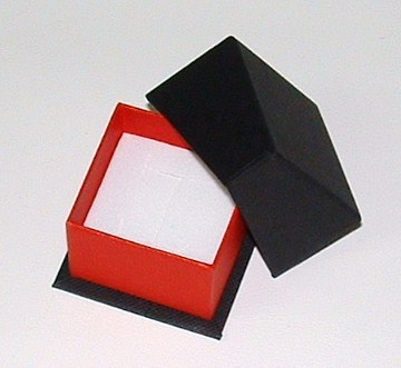 Gift box in red and black paper