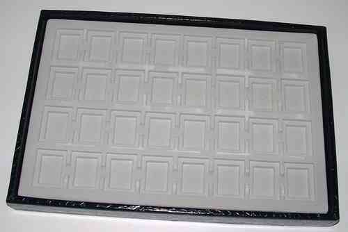 Tray with 32 squares